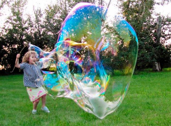 Як зробити розчин для мильних бульбашок власноруч