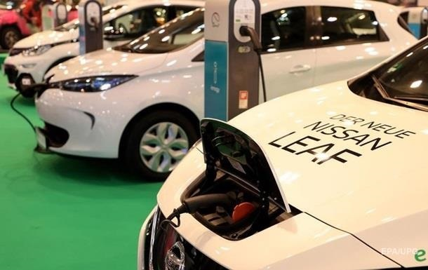 Українці пересідають на електромобілі: скільки машин купили за пів року