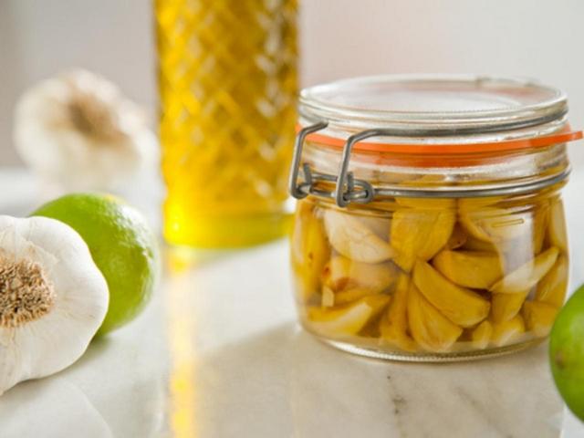 Оливкова олія із часником для лікування вушних інфекцій