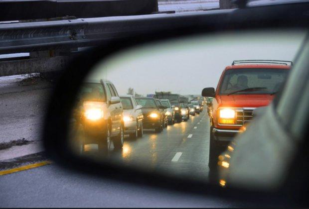 Тепер як усі: тисячі водіїв ризикують пересісти на маршрутки та автобуси