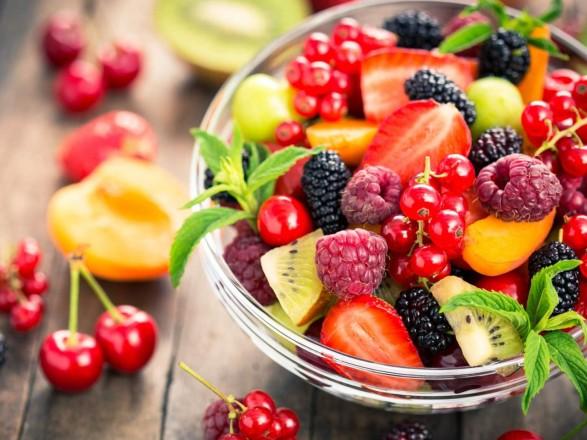 Лайфхак: як правильно зберігати ягоди і фрукти