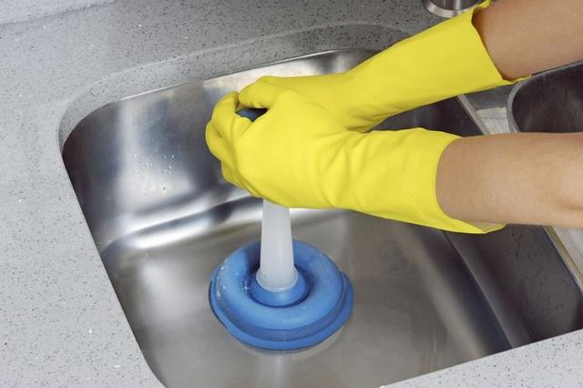 Як прочистити зливний отвір у ванній або на кухні — 7 способів