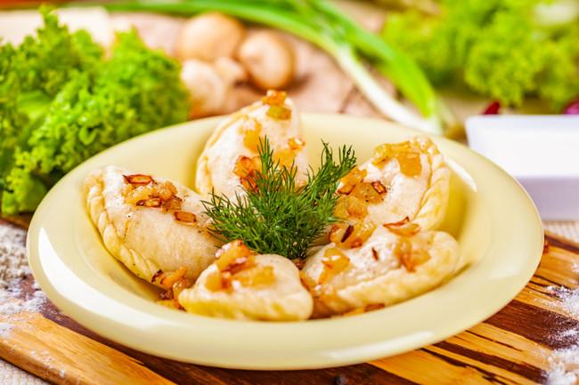 Готуємо вареники з картоплею та грибами – просто і смачно