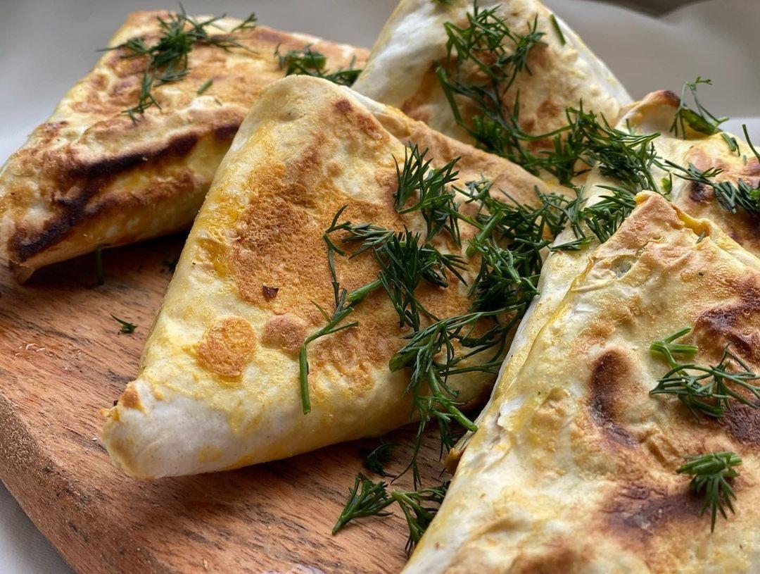Конвертики із сиром і шпинатом (дієтичний сніданок)