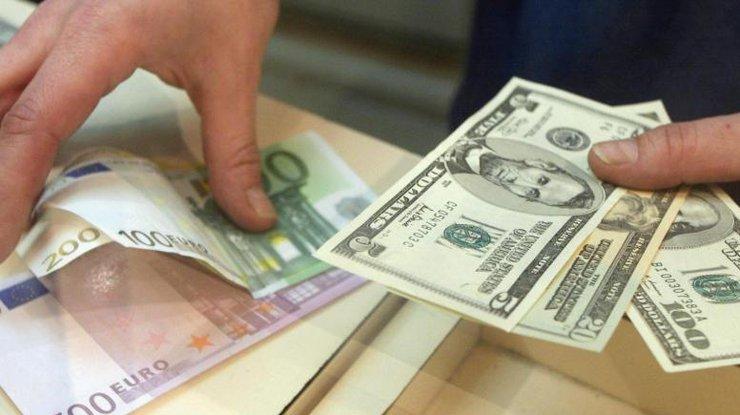 Курс валют на 3 грудня: долар та євро не змогли поділити гривню