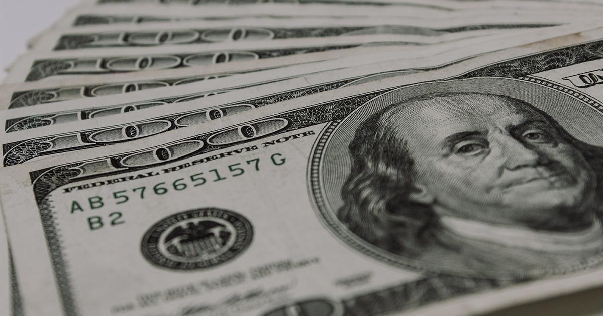 В Україні наплив фальшивих доларів, як перевірити справжність