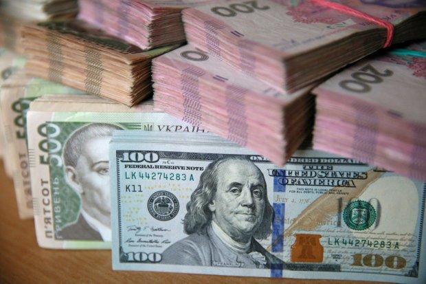 Курс валют на 22 жовтня: Нацбанк зміцнив гривню