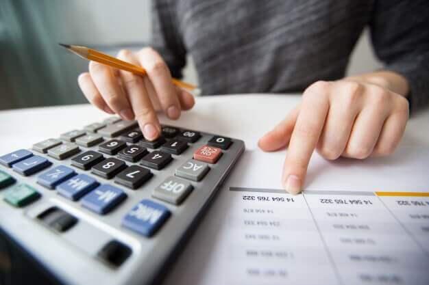 Українцям переглянуть пенсії, субсидії та стипендії: хто ризикує втратити пільги