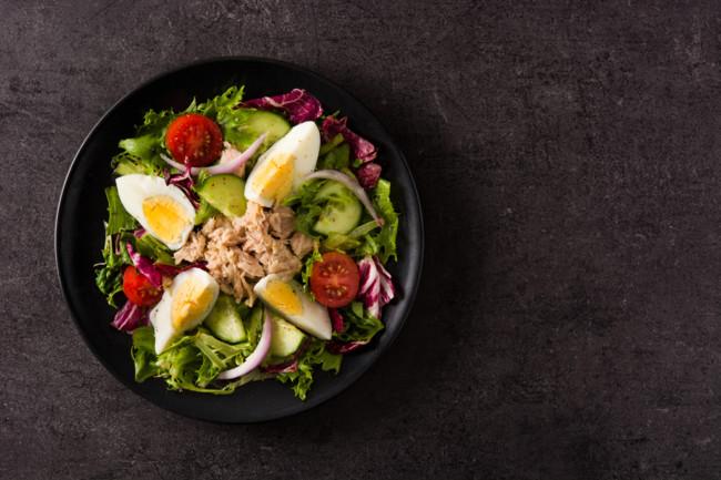 Салат з тунця та овочів