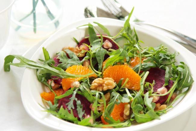 Теплий салат з буряком і апельсинами