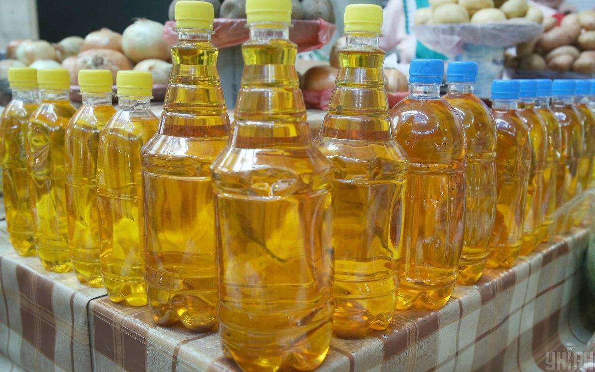 Українцям розповіли, куди продають нашу олію, поки в магазинах зростають ціни