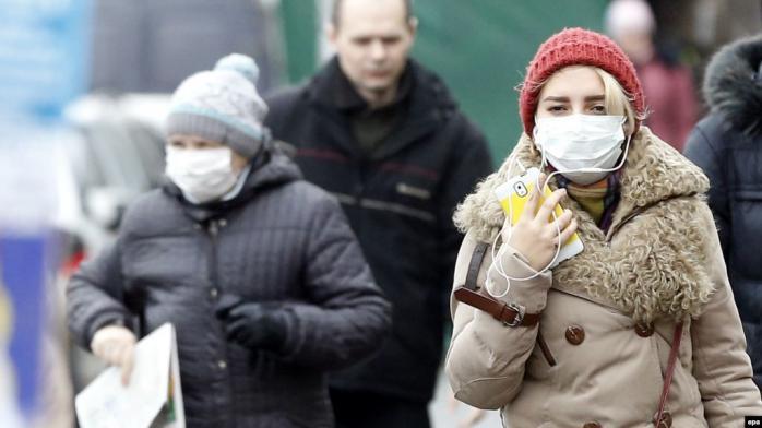 У МОЗ розповіли, як стримують коронавірус в Україні: марлеві пов'язки безсилі
