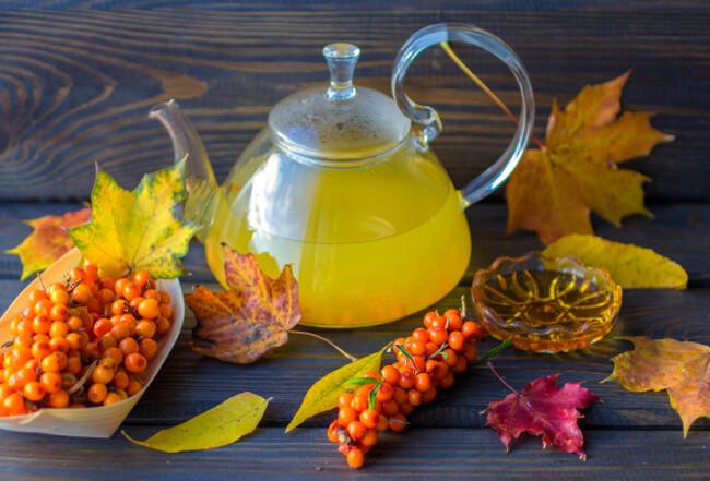 Вітамінний чай з обліпихи з медом і корицею
