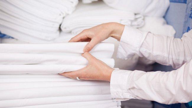 Як делікатно відбілити білизну та білі речі