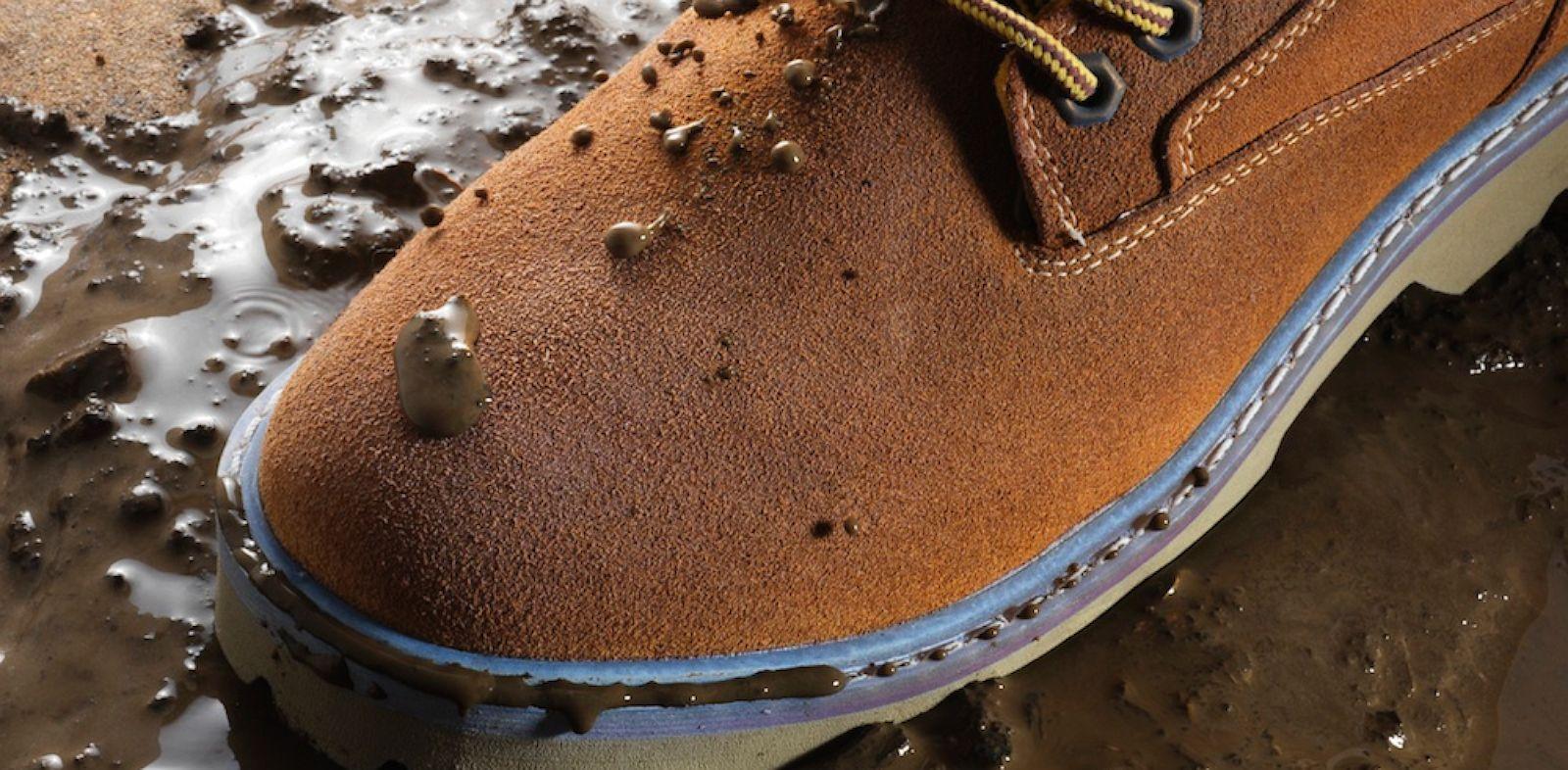 Як правильно чистити замшеве взуття